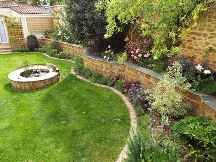 Conception et rénovation du jardin clos. Bodicote, Oxfordshire par Alexander John Garden Design & Maintenance