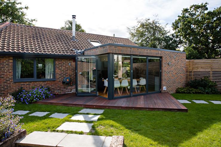 Vue extérieure de l'extension et du jardin Maisons modernes selon la conception de l'habitat Moderne