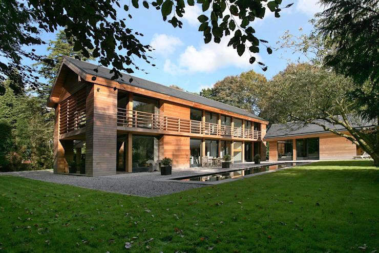Maisons de style éclectique en bois de cèdre par Nicolas Tye Architects Eclectic