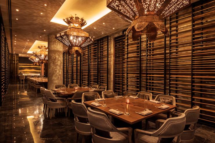 Morimoto Private Room / Mondrian Doha Hôtels de style éclectique par Sia Moore Archıtecture Interıor Desıgn Cuivre/Bronze/Bras éclectique