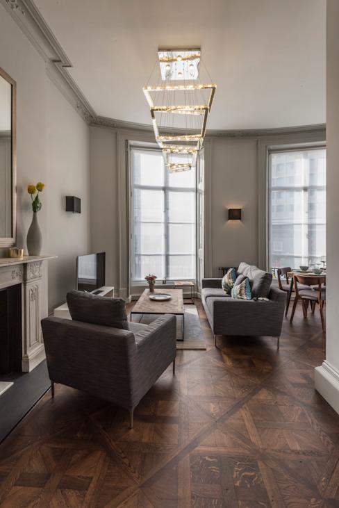 Bachelor Pad - Salon de style classique Hyde Park par Prestige Architects Par Marco Braghiroli Classic