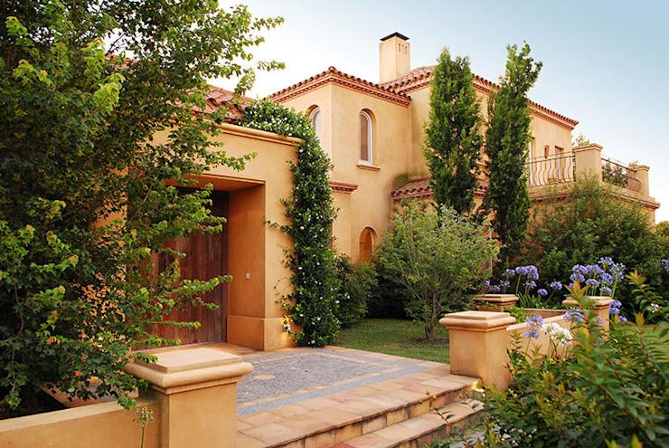 Maisons modernes par JUNOR ARQUITECTOS Modern