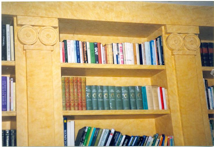 Bibliothèque décorée et cirée Salon de style méditerranéen par homify Mediterranean Wood Wood effect