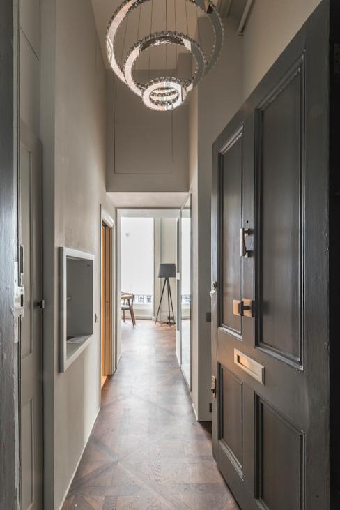 Bachelor Pad - Couloir, couloir et escaliers de style classique Hyde Park par Prestige Architects Par Marco Braghiroli Classic