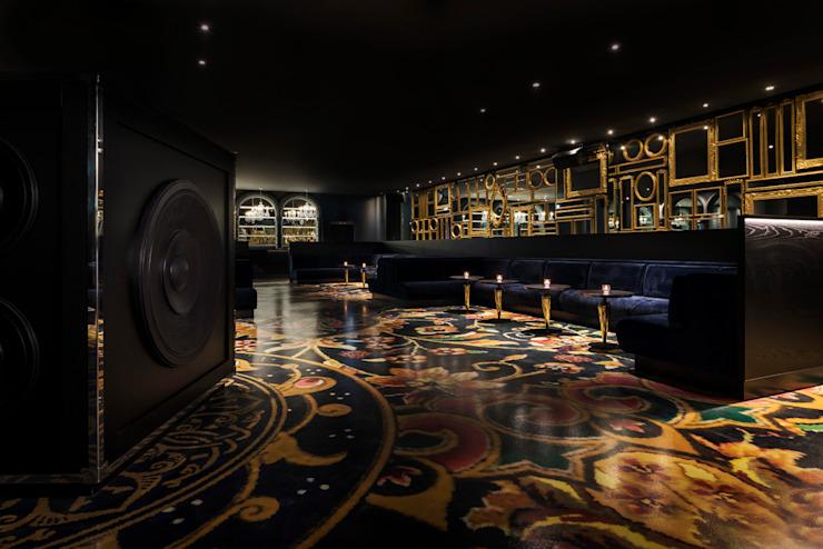 Smoke & Mirrors / Mondrian Doha Hôtels de style éclectique par Sia Moore Archıtecture Interıor Desıgn Métal éclectique