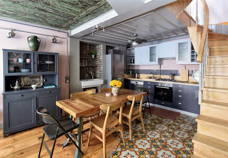 Karoistanbul s'intéresse à l'histoire Cuisine de style rustique par KAROİSTANBUL Rustic Concrete