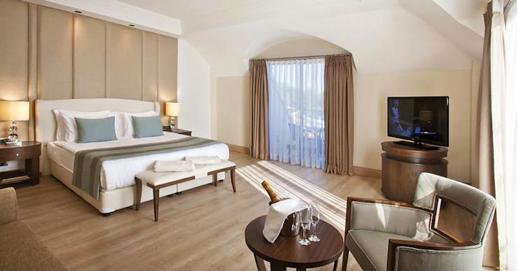 Hôtels classiques par Kalya İç Mimarlık  Kalya Interıor Desıgn Effet bois classique
