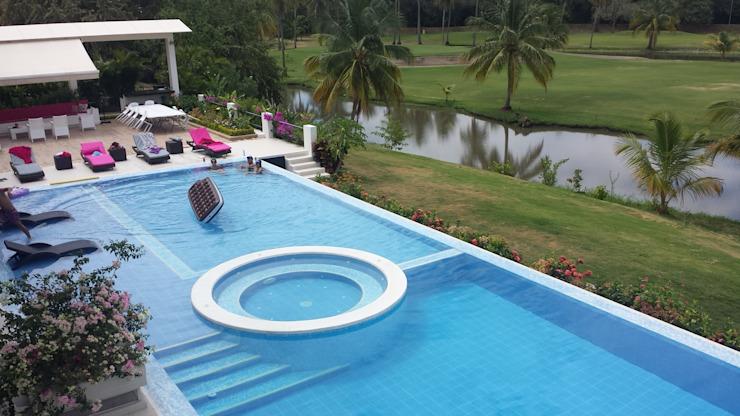 Pool minimaliste de Construcciones Cubicar S.A.S Minimalist