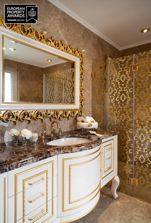 Chambre à coucher principale / Bosphorus City Villa Salle de bain de style classique par Sia Moore Archıtecture Interıor Desıgn Marbre classique