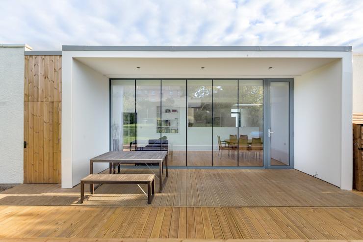 Grande extension vitrée par Capital A Architecture Modern