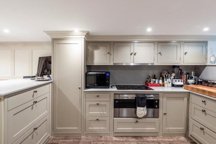 Rénovation de Knightbridge Cuisine de style classique par Prestige Architects Par Marco Braghiroli Classic