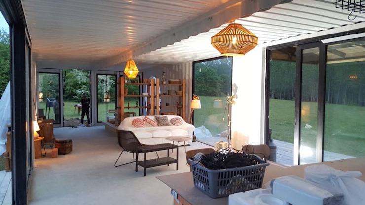 MOVI SHIPPING CONTAINER HOUSES Minimaliste living room by MOVİ evleri Minimaliste