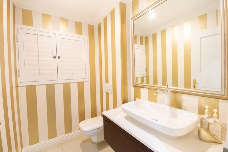 PORTFOLIO 2019 Salle de bains moderne par CLINT LEWIS DESIGNS Modern