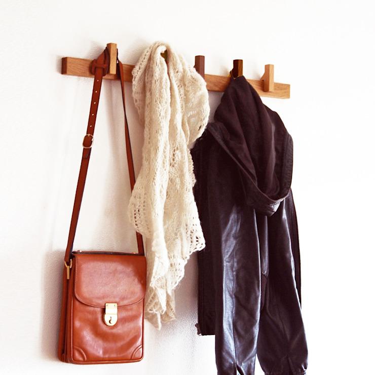 Porte-manteau en chêne : minimaliste par agustav, Minimaliste