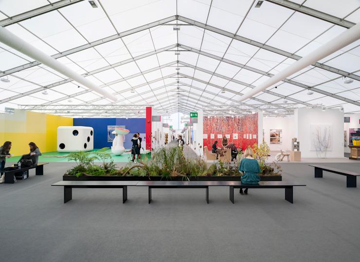 Frieze, Londres Centres d'exposition modernes par Universal Design Studio Modern