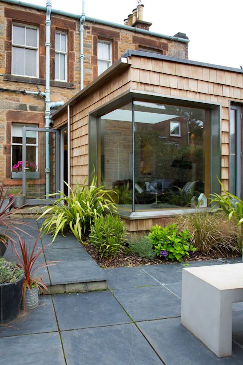 Extension du salon Maisons modernes par des créatures urbaines Architectes Effet bois moderne