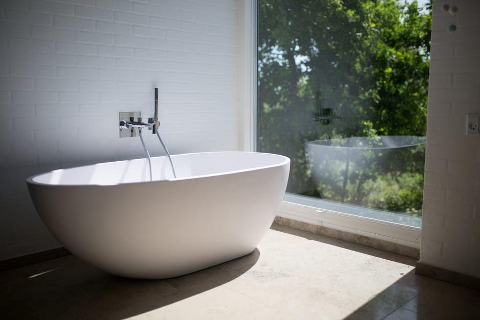 Cinq façons simples de rendre votre salle de bain plus zen