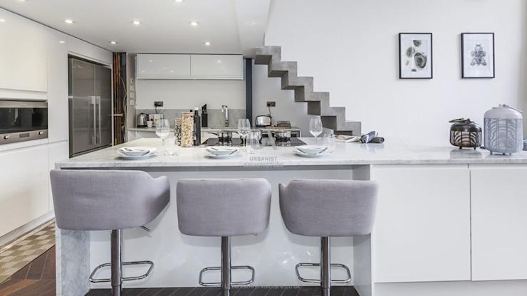 Un espace de cuisine pratique par Urbanist Architecture Minimalist Metal