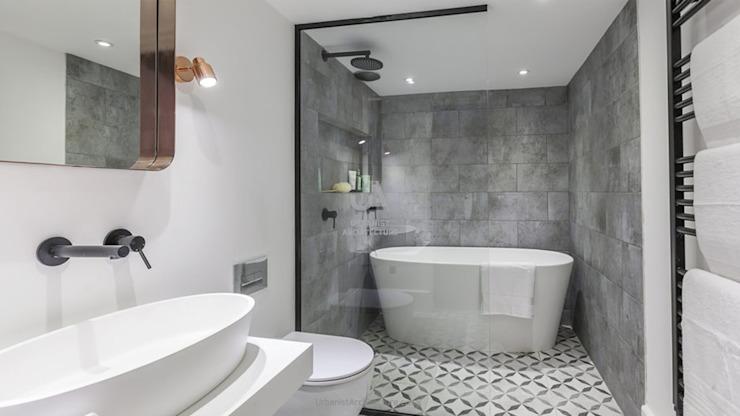 Salle de bains confortable Salle de bains minimaliste par Urbanist Architecture Minimalist Tiles