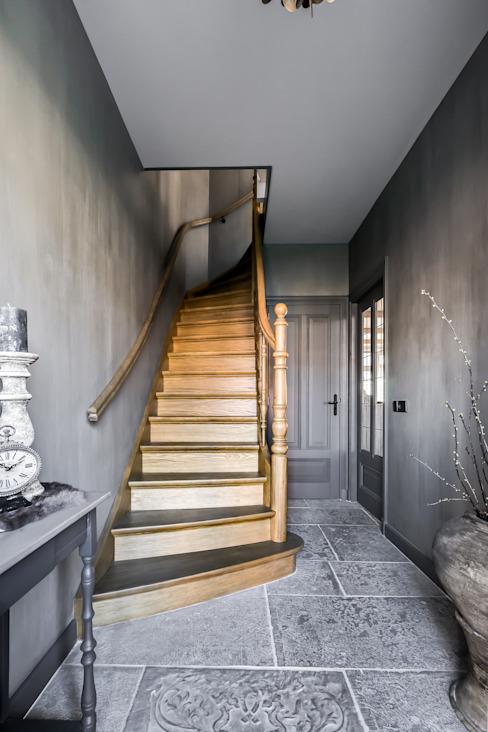 Couloir, couloir et escaliers de style éclectique par Pure & Original Eclectic