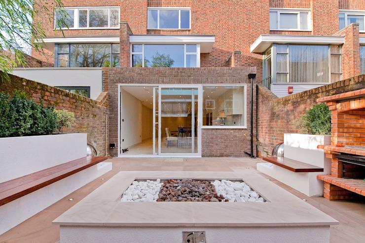Maison privée - Holland Park Balcon, véranda et terrasse modernes par New Images Architects Modern