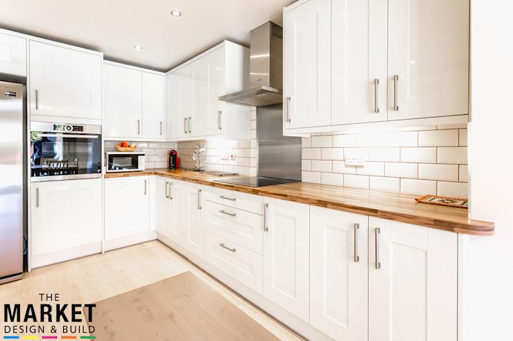 Une cuisine moderne et facile à vivre par The Market Design & Build Modern