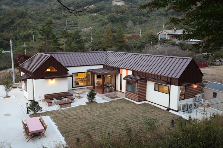 Maisons modernes par 주택설계전문 디자인그룹 홈스타일토토 Moderne
