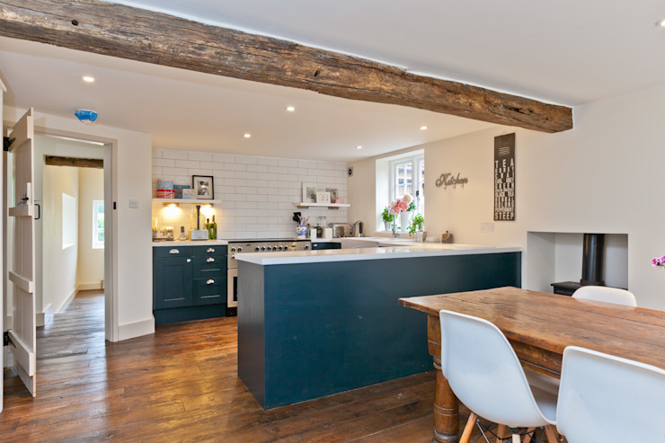 Japonica Cottage, cuisine de style rustique du Surrey par Orchestrate Design and Build Ltd. Rustique