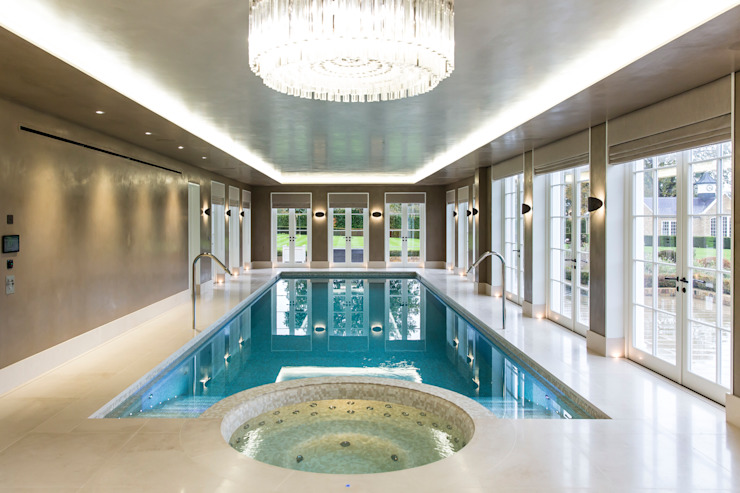 Piscine de luxe en sous-sol et spa intégré par la London Swimming Pool Company Modern Concrete