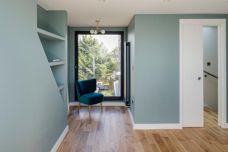 Conversion d'un loft en chambre à coucher par l'urbaniste Architecture moderne Bois d'ingénierie Transparent