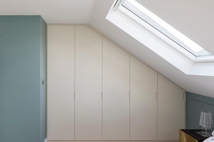 Conversion d'une chambre à coucher en loft par l'urbaniste Architecture Effet bois moderne