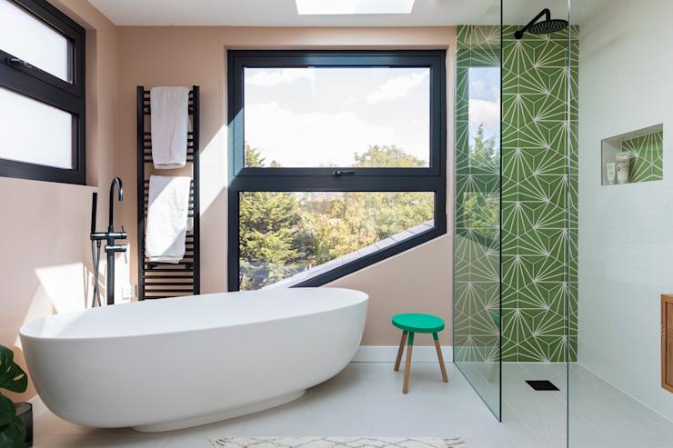 Conversion d'un loft en salle de bains moderne par Urbanist Architecture Modern
