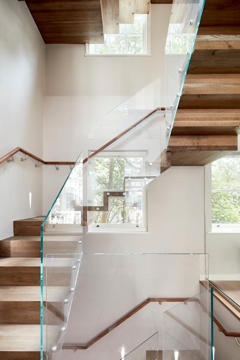 Escaliers minimalistes par l'architecture urbaniste Effet bois minimaliste