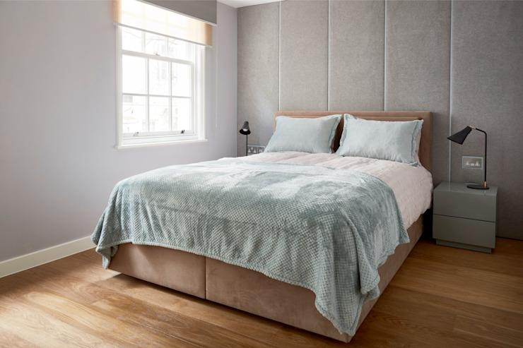 Chambres luxueuses avec salle de bains Chambre de style moderne par l'urbaniste Architecture moderne en bois massif multicolore
