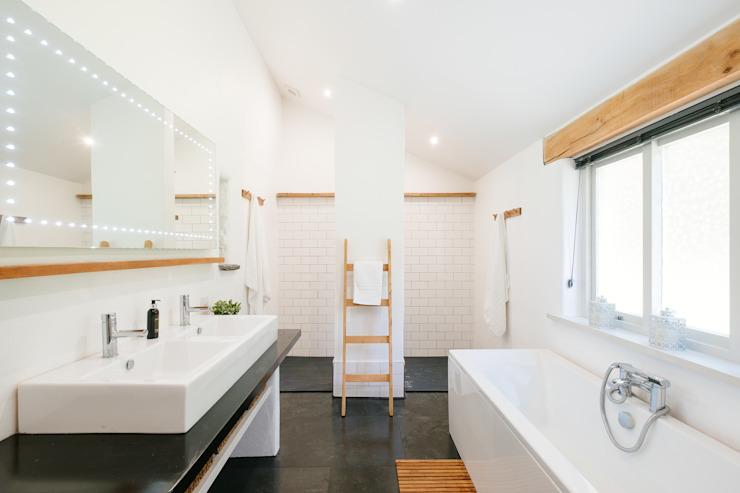 Mill Barn, salle de bain de style Cardinham Country par Perfect Stays Country