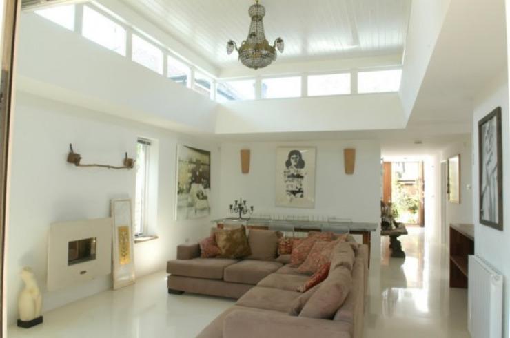 Salle de séjour avec lumière de clérôme Salle de séjour moderne par 4D Studio Architects and Interior Designers Modern