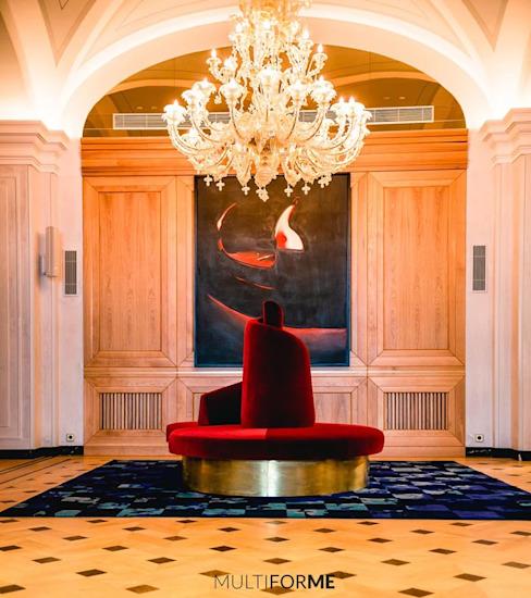 Détail de l'hôtel avec peinture et lustre Hôtels classiques par MULTIFORME® lighting Classic