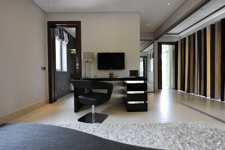 Quinta do Lago Étude/bureau moderne par Cheryl Tarbuck Design Modern