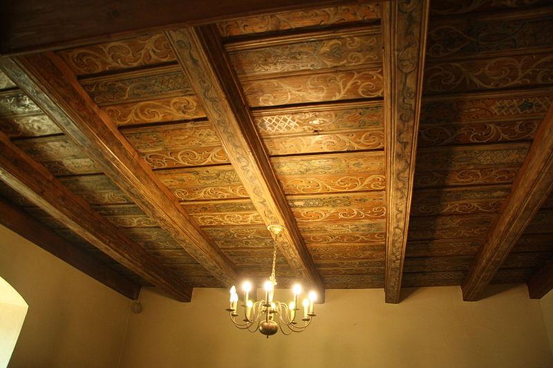 Plafond à poutres à l'ancienne