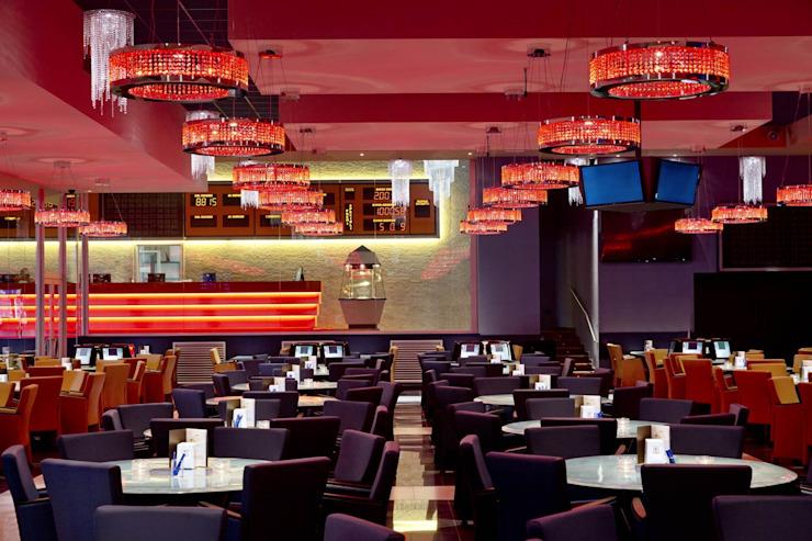 Opium Club, Pordenone (Italie) avec salle à manger de style Orion Classic par MULTIFORME® lighting Classic