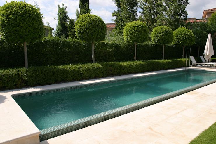 Jardin avec piscine Jardin moderne par CONILLAS - extérieur Moderne