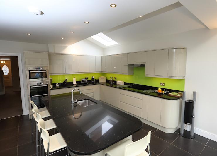 Extension d'un étage, Roxborough Rd II Cuisine moderne par London Building Renovation Modern