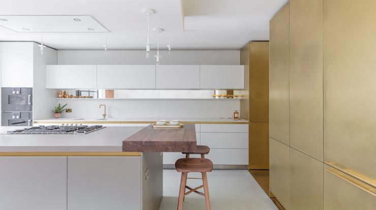 Maison en laiton Cuisine moderne par Kitchen Architecture Modern