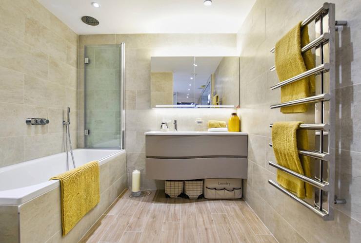 Salle d'exposition Brentford, TW8 Salle de bains moderne par BathroomsByDesign Retail Ltd Modern