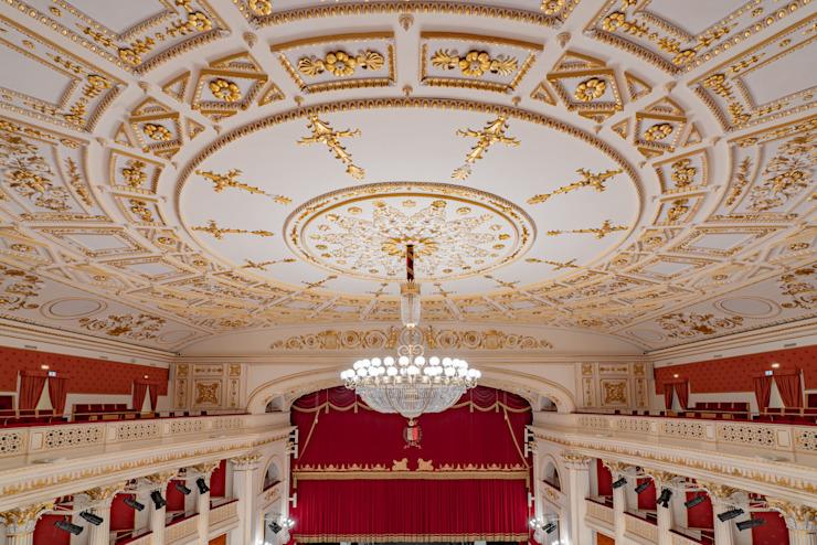 Théâtre Galli, Rimini, Italie Salle de presse de style classique par MULTIFORME® lighting Classic