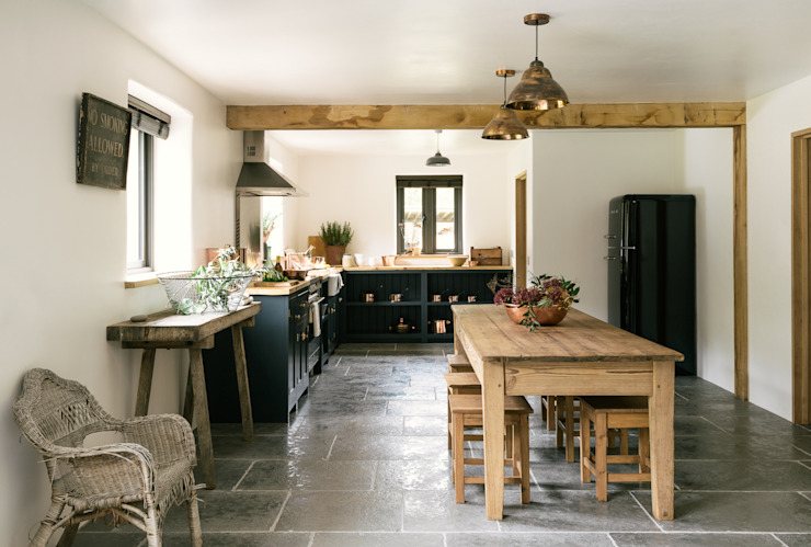 La cuisine du Leicestershire dans les bois par deVOL deVOL Cuisines Cuisine de style champêtre Bleu