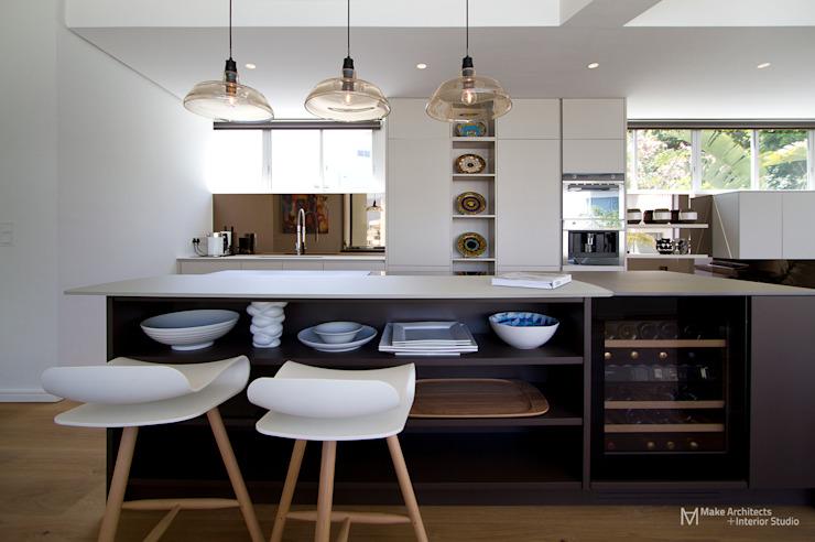 Cuisine moderne par Make Architects + Interior Studio Modern