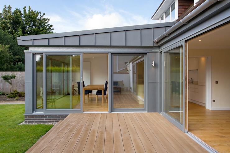 Extension en zinc Maisons modernes par Urban Creatures Architects Modern