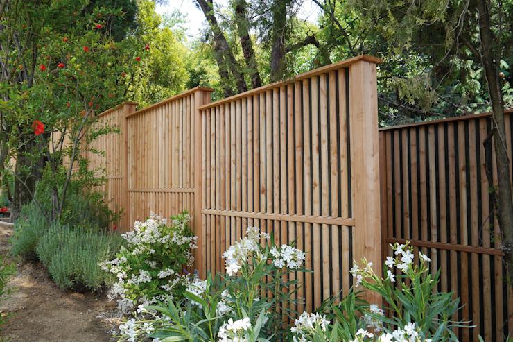 Jardin moderne de Braun & Würfele - Holz im Garten Effet bois moderne