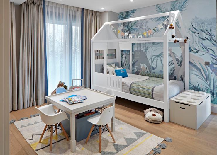 chambre d'enfant par Esra Kazmirci Mimarlik Scandinavian Wood Effet bois